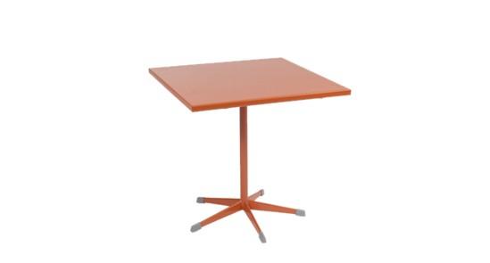 Gartentisch der Serie Zürich in der Farbe Coralle