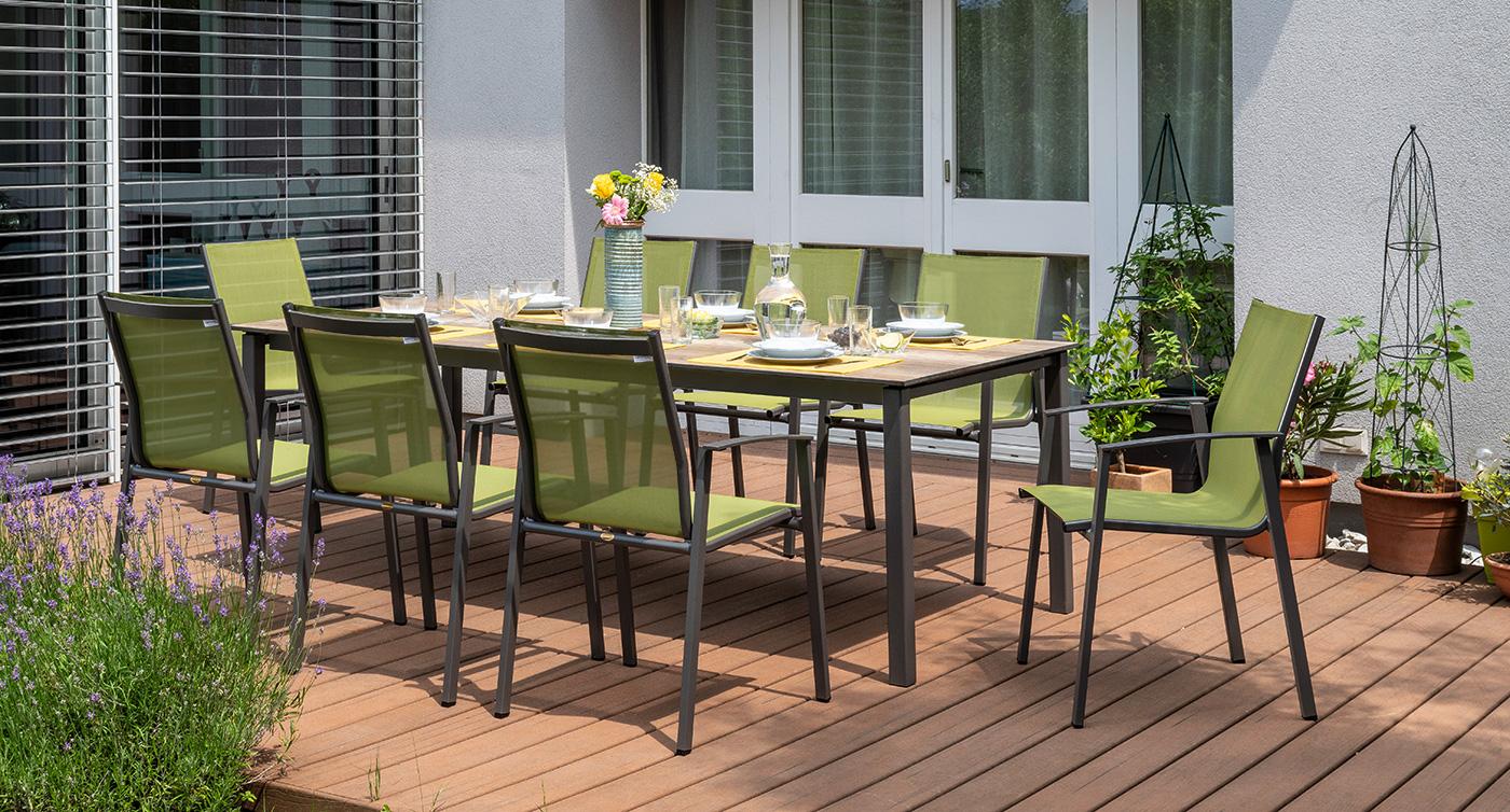 Gartenstühle der Serie Genf in der Farbe Olive