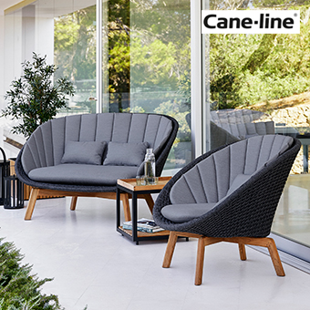 Loungemöbel Sessel der Serie Peacock auf einer Terrasse