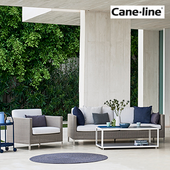 Loungemöbel Sofa und Sessel der Serie Connect auf einer Terrasse